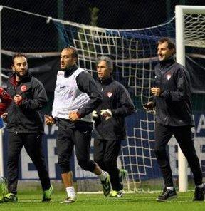 2014 Dünya Kupası Avrupa Elemeleri D Grubu'nda deplasmanda Estonya'yı 2-0 yenerek play-off umutlarını sürdüren A Milli Futbol Takımı'nda gözler Hollanda maçına çevrildi