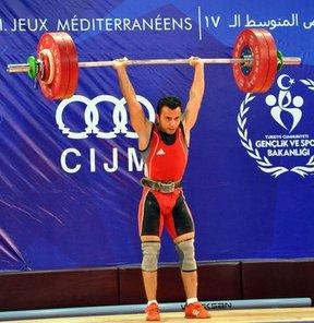 17. Akdeniz Oyunları'nda halter 56 kilo erkeklerde, Tunuslu sporcu Khalil El Maoui, 2 altın madalya kazandı. Böylece oyunların ilk altın madalyası Tunus'un oldu
