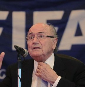 FIFA Başkanı Joseph Sepp Blatter, dünya futbolu ve başındaki kurumların ırkçılığa karşı önemli bir sınavda olduğunu söyledi
