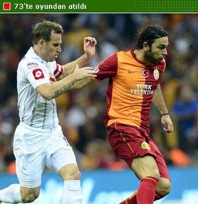 Galatasaray'ın yıldız ismi Selçuk İnan, kariyerindeki 3. kırmızı kartını gördü.