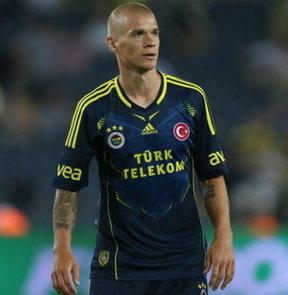 Fenerbahçe, Salzburg'la oynayacağı Şampiyonlar Ligi 3. Ön Eleme maçı için UEFA'ya kadro bildirimini dün gece yaptı