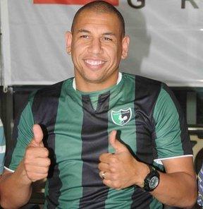 Denizlispor, Manisaspor'dan Carlos Eduardo De Souza Florest (Kahe) ile sözleşme imzaladı