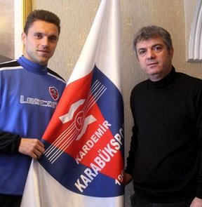 Spor Toto Süper Lig ekiplerinden Kardemir Karabükspor, Bosnalı futbolcu Sanel Jahic ile yollarını ayırdı