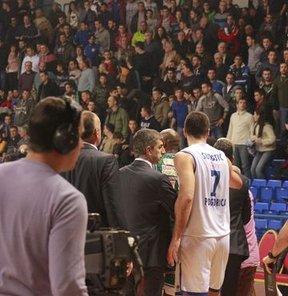 Karadağ'da basketbolcularımıza saldırı