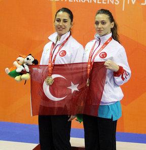 17. Akdeniz Oyunları'nda mücadele eden milli karateciler, 6 altın, 2 gümüş madalya alarak karatede en başarılı ülke oldu
