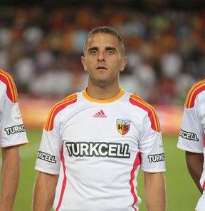 Spor Toto Süper Lig ekiplerinden Kayseri Erciyesspor, futbolcu Bilal Aziz Özer ile sözleşmesini karşılıklı olarak fesh etti