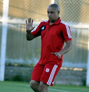 """Sivasspor'un teknik direktörü Roberto Carlos, """"Futbolcu olarak her zaman kazanan bir Roberto Carlos'tum, hoca olarak da kazanan olmak istiyorum"""" dedi"""