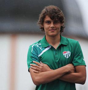 Bursaspor'un alt yapısından yetişen 16 yaşındaki Enes Ünal, önemli açıklamalarda bulundu