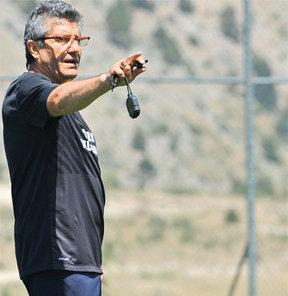 Trabzonspor'un çalıştırıcısı Mustafa Akçay çileden çıktı