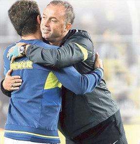 Hami Mandıralı, Fenerbahçeli oyuncular ile yakın diyalog içinde olmasını eleştirenlere yanıt verdi