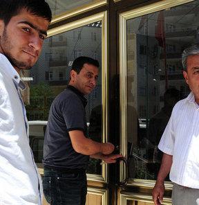 Diyarbakır Büyükşehir Belediyesi, 45 yıl aradan sonra amatör lige düşen Diyarbakırspor'u kulüp binasından çıkarıyor