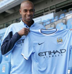 Shakhtar Donetsk'in Brezilyalı ismi Fernandinho, 34 milyon sterlin karşılığında Manchester City'ye transer oldu.