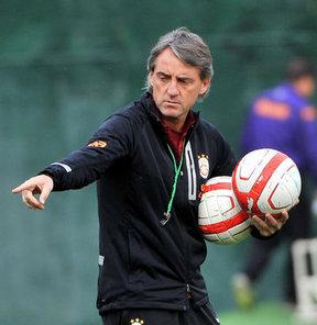 Mancini'den sürpriz kesikler!