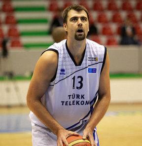 Eski milli basketbolcumuz Mehmet Okur babasını kaybetti