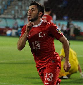 U20 Milli Takımımız'ın El Salvador'u 3-0 yendiği maçın yıldızı olan Cenk Şahin, tüm dünyayı kendine hayran bıraktı