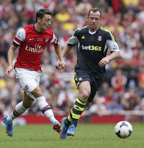 Arsenal'in Stoke City'yi yendiği maçta 2 asistle oynadı