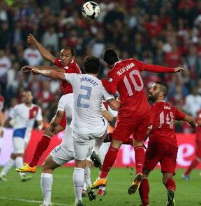 Türkiye, 1930'dan beri düzenlenen Dünya Kupası finallerine sadece iki kez katılabildi