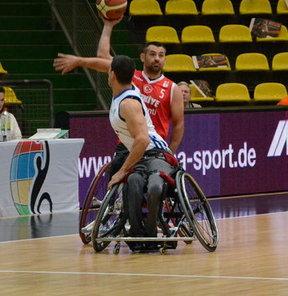 Almanya'nın Frankfurt kentinde devam eden Tekerlekli Sandalye Erkekler Avrupa Basketbol Şampiyonası'nda Türkiye, ikinci maçında Fransa'yı 66-59 yendi