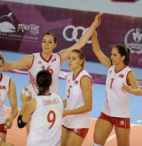 17. Akdeniz Oyunları'nda A Milli Bayan Voleybol Takımı, A Grubu'ndaki ikinci maçında Yunanistan'ı 3-1 yendi ve grup birincisi olarak yarı finale yükseldi