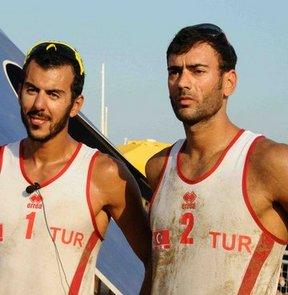 17. Akdeniz Oyunları plaj voleybolu erkeklerde Murat Giginoğlu-Selçuk Şekerci'den oluşan ekip altın madalya kazandı