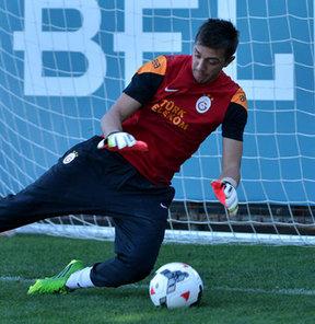 Galatasaray, yeni sezon hazırlıklarını bugün gerçekleştirdiği antrenmanla sürdürdü