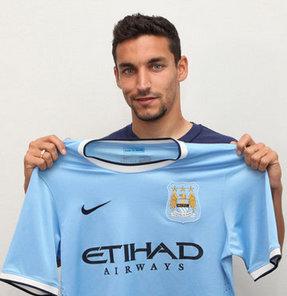Premier Lig'in güçlü ekiplerinden Manchester City, Sevilla'nın 27 yaşındaki kanat oyuncusu Jesus Navas ile sözleşme imzaladı.