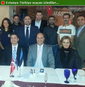 Fenerbahçe, Galatasaray ve Beşiktaş taraftarlar derneklerinin yöneticileri, dün gece New York'ta Estonya-Türkiye maçını hep birlikte izledi.