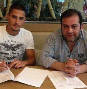 Spor Toto Süper Lig ekiplerinden Sanica Boru Elazığspor, golcü oyuncu Noyan Öz ile 4 yıllık sözleşme imzaladı