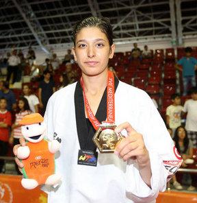 17. Akdeniz Oyunları'nda kadınlar tekvando 67 kiloda ay-yıldızlı sporcu Nur Tatar, Faslı rakibi Hakima El Meslahy'yi 10-4 yenerek, altın madalya kazandı.