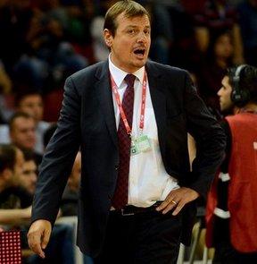 Ergin Ataman, Fenerbahçe Ülker'de görev yapan meslektaşı Zeljko Obradovic'e övgüler yağdırdı