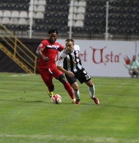 PTT 1. Lig'de iki takımın da 10 kişi tamamladığı müsabakada Manisaspor, Mersin İdman Yurdu'nu 3-2 mağlup etti