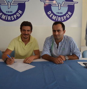 İç transfer çalışmalarını sürdüren Adana Demirspor'un Özgür Öçal ile anlaşma sağladığı bildirildi