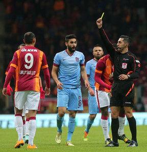 """""""3 kırmızı kart 1 penaltı"""""""
