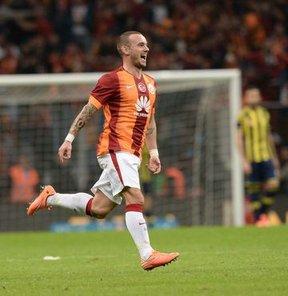 """Sneijder ayrılacak"""
