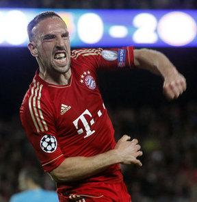 Bayern Münih CEO'su Karl-Heinz Rummenigge, Franck Ribery'nin Bayern Münih ile 2015'e kadar sözleşmesini uzattığını söyledi.