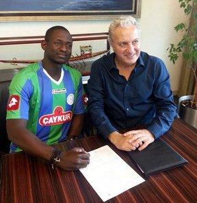 Çaykur Rizespor basın sözcüsü Aykut Ferah, Fildişi Sahilli defans oyuncusu Ousmane Viera ve Polonyalı kaleci Mariusz Pawelek ile anlaşma imzaladıklarını bildiridi