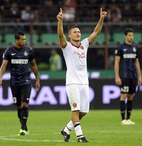 İtalya Serie A'da lider Roma, Inter'i deplasmanda 3-0 yenerek, galibiyet serisini sürdürdü.