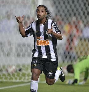 Ronaldinho beklemede