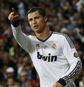 Real Madrid'in yıldızı Ronaldo, kulübü ile yeni bir sözleşme imzaladığı haberlerini sosyal medya üzerinden yalanladı