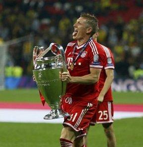 Bastian Schweinsteiger, sağ ayak topuğundan ameliyat oldu