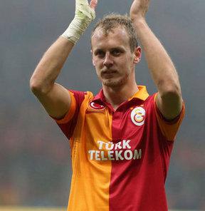 Galatasaray'ın milli futbolcusu Semih Kaya'nın Inter'e transfer olacağı iddialarına menajer Fazıl Özdemir'den cevap geldi