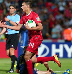 Süper Lig ekiplerinden Kayserispor, Ümit Milli Takım futbolcularından Sinan Bakış ile 3 yıllık sözleşme imzaladı