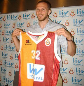Galatasaray Liv Hospital, ilk transferini gerçekleştirerek Anadolu Efes'in milli oyuncusu Sinan Güler'i kadrosuna kattı