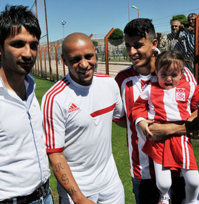 Sivasspor, yeni sezon hazırlıklarına Brezilyalı teknik direktörü Roberto Carlos yönetiminde başladı