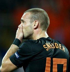 Louis van Gaal, öğrencisi Sneijder'in fiziksel durumuyla ilgili bilgi verdi