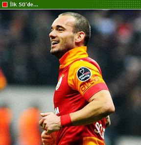 Sneijder, İngiliz sitesi CaughtOffside tarafından 'En İyi 50 Futbolcu' listesine alındı. Site, 'Sniper'dan övgü dolu sözlerle bahsetti