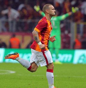 Sneijder'in menajeri ortalığı karıştırdı!