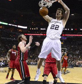 NBA finalinde Batı Konferansı şampiyonu San Antonio Spurs, Doğu'nun şampiyonu Miami Heat'i kendi sahasında 113-77 mağlup ederek seride yeniden 2-1 öne geçti