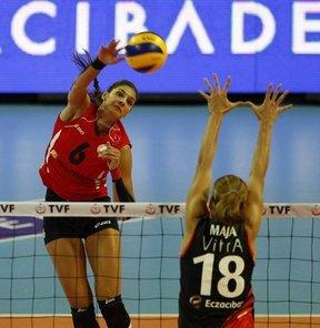 Spor Toto Bayanlar Voleybol Süper Kupa maçında Eczacıbaşı VitrA'yı 3-2 yenen VakıfBank, kupanın sahibi oldu. VakıfBank bu sonuçla kupayı tarihinde ilk kez müzesine götürdü