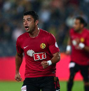 Eskişehirspor, Şilili orta saha oyuncusu Rodrigo Tello'nun sözleşmesi bir yıl uzattı